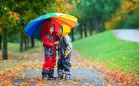Autumn_Boys_Two_Umbrella_463496_3840x2400