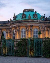Sanssouci is a historical building in Potsdam, near Berlin.  6703
