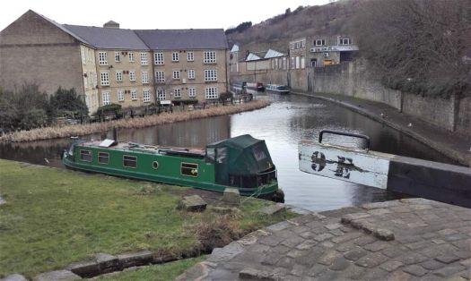 A cruise along the Huddersfield Narrow Canal (931)