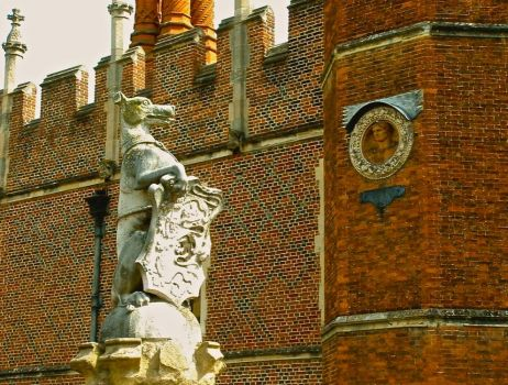Hampton Court Dog, one of the King's Beasts Sculptures