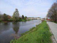 Pardubice - řeka Chrudimka s lávkou pro pěší