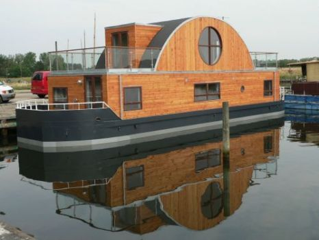 Houseboat luxury