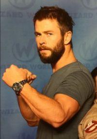 Hemsworth, muscles, Wizard World