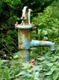 alte Wasserpumpe