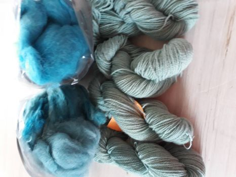Fibres dyed in blue soft colours