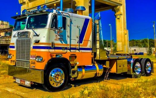 A Blinged up Freightliner cool unit_01