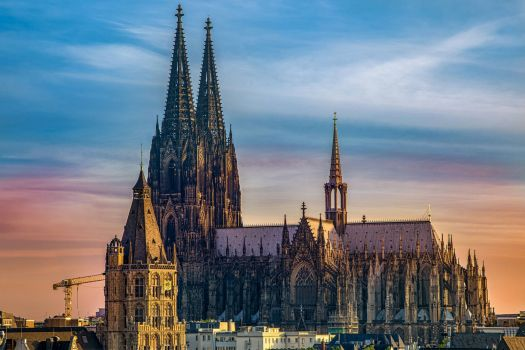 solve kölner dom jigsaw puzzle online with 216 pieces