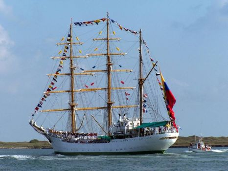 The Tall Ship Gloria sailing into Port A, TX