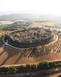 Monteriggioni is one of the best preserved walled Medieval towns in Tuscany, Italy.  6063