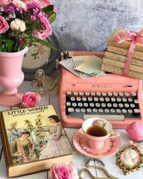 Love a pink typewriter