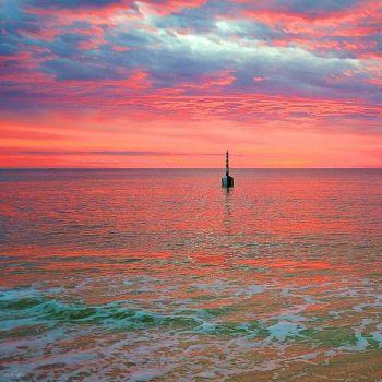 Unusual ocean sunset colours