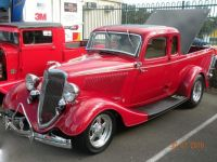 1933' 34 Ford coupe ute, perculiar to Australia. This ones hot roded. Looking smick!