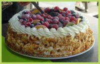 Taart voor iedereen.   Cake for everyone.