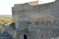 Forteresse de Mornas, Wall at entrance