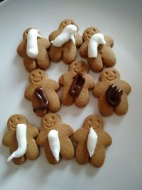 Iced gingerbread men (with icing)