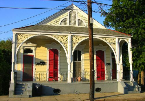 Bracketed house, New Orleans, by boxchain