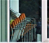 DSCF1509 De terrasstoelen kunnen ook weer naar buiten.