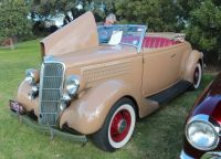 """Ford """"Model 48"""" Deluxe Roadster - 1935"""