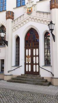 Waren (Müritz), Eingang des Neuen Rathauses
