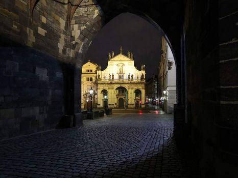 Průhled do Křížovnického náměstí