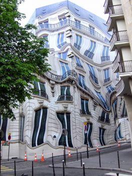weird constuction fence in Paris