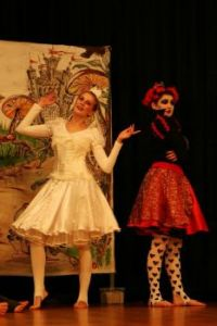 Alice in Wonderland the two queens