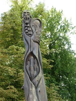 2013-09-19 198-carving of Dracula at Egeskov Castle