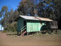 Hunters' cabin at Pu'u La'au