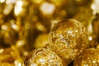 golden_christmas_balls