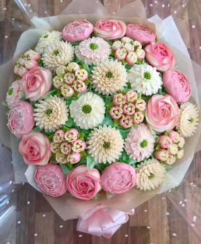 A huge 30 Cupcake Bouquet