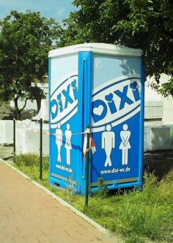 Deutsch 'port-a-potty'