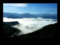Pyrénées: sea of clouds
