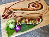 すし Japanese Spicy Tuna Dragon SuShi Roll w/ Edible Art