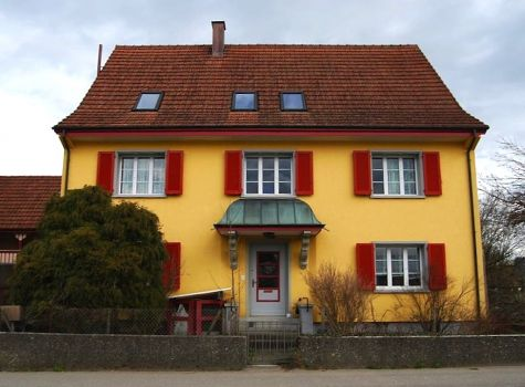 Colourful home in Thurgovia, Switzerland, by Dietrich Michael Weidmann (pic cropped)