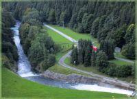 Under the dam, Pod přehradou
