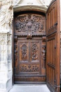 The solid walnut doors of St Pierre, Avignon, France  6071