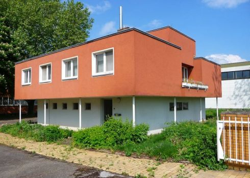 Seventies house in Heidelberg, Germany, by 4028mdk09 (Wikimedia)