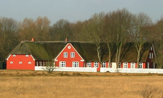 Farm in Rømø, Denmark, by Malene Thyssen (pic cropped)
