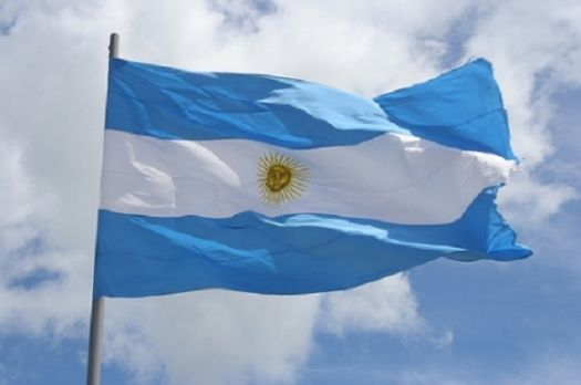 Bandera Argentina flameando