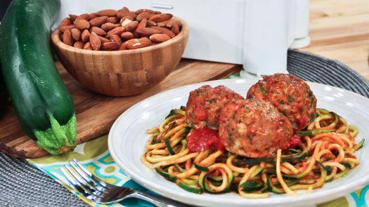 Zucchini pasta and meatballs