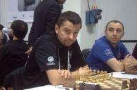 Grandmasters Alex Onischuk and Var Akobian