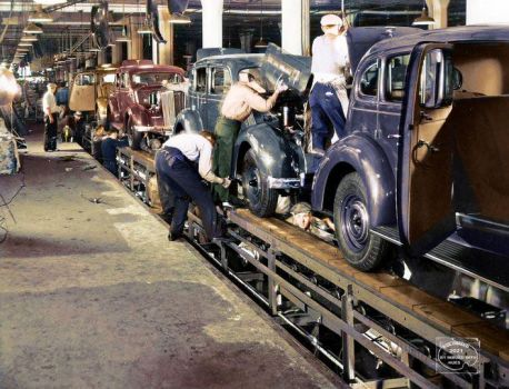 1935 Packard workers on final assembly line