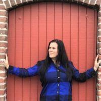Tara  and red door