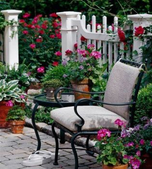 I like this fence, the flowers, the patio...but the flip flops, not so much...