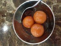 A sweet Indian desssert - Gulab Jamun