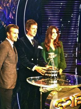 BBC SPORTS PERSONALITY OF THE YEAR, 2012 - BRADLEY WIGGINS - WITH THE DUCHESS OF CAMBRIDGE & DAVID BECKHAM