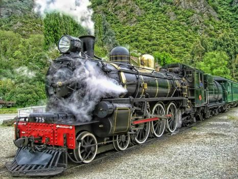 Steam-train-at-Kingston-South-Island-New-Zealand__