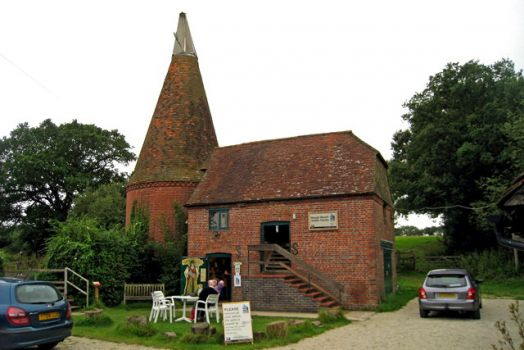 Bough Beech Oast, Winkhurst Green, Ide Hill, Kent.  Photo by Oast House Archive
