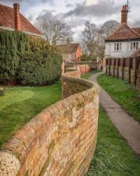 Crinkle Crankle brick Wall, England (built for sturdiness)