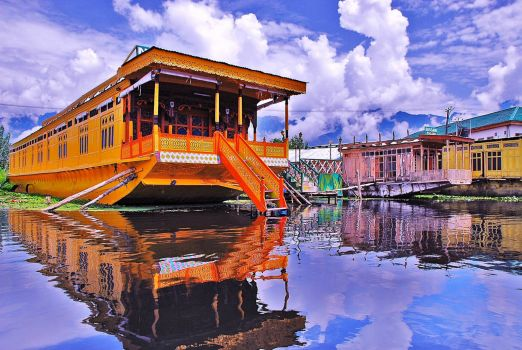 INDIA - HOUSEBOAT, LAKE SRINAGAR - KASHMIR